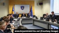 Pamje nga një mbledhje e Qeverisë së Kosovës, e cila ka vetëm një grua në postin e ministres.