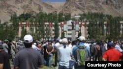 Жители Хорога протестуют против убийства Имомназара Имомназарова, Таджикистан, Хорог, 22 августа 2012