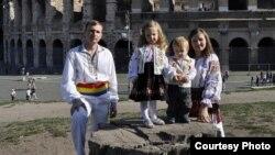 Victoria Grosu cu familia