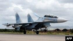 Российский бомбадировщик Су-35 на авиабазе Хмеймим в Сирии