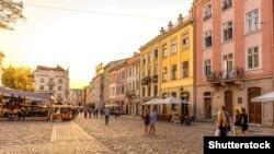 Площа Ринок. Центральний майдан у Львові, історичне серце сучасного міста, характерне явище для середньовічної архітектури європейських міст