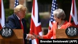 Президент США Дональд Трамп и премьер-министр Тереза Мэй на совместной пресс-конференции.