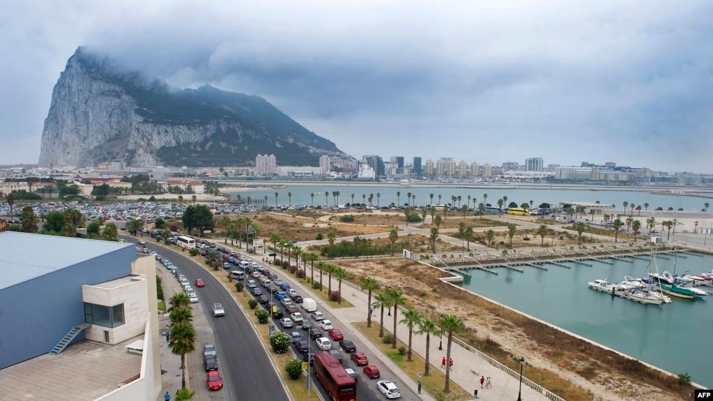 Гибралтарская скала, вид с испанской территории