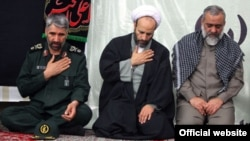 از راست: محمدرضا نقدی، فرمانده بسیج، محمدرضا تویسرکانی، نماینده آیتالله خامنهای در بسیج و علی فضلی، جانشین فرمانده بسیج.