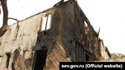 Сгоревший дом в Севастополе
