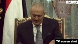Президент Йемена Али Абдулла Салех на встрече с оппозицией. Эр-Рияд, 23 ноября 2011 года.