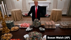 Президент США, який є прихильником фастфуду, замовив їжу з McDonald's, Burger King і Wendy's