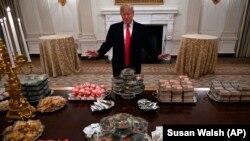 Трамп и заказанная им еда.