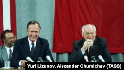Президент США Джордж Буш і президент СРСР Михайло Горбачов (праворуч). Москва, 31 липня 1991 року