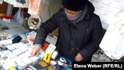 Галия Мустафинова, торгует на рынке Темиртау хозяйственным товаром.