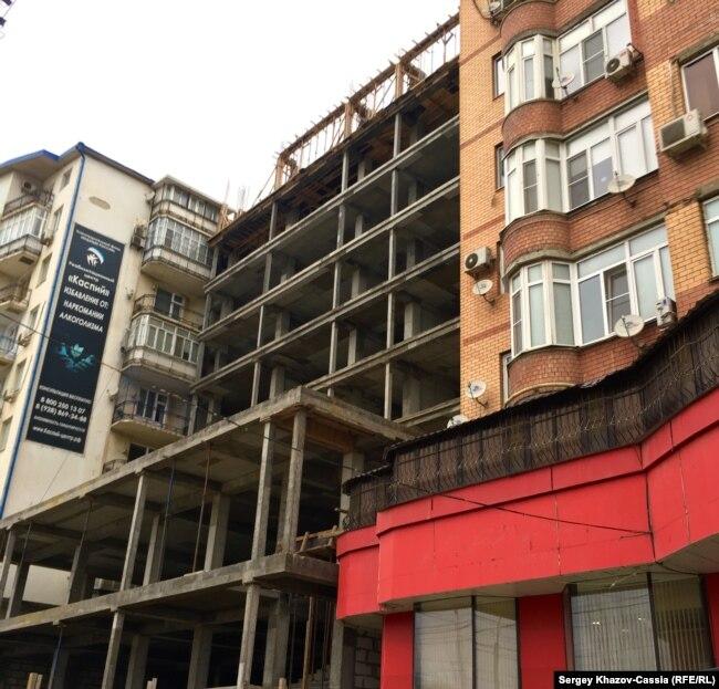 Новые многоэтажки впихивают в любое свободное пространство