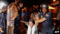 """Полиция задерживает участников """"Движения возмущенных"""""""