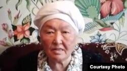 Димаштың 80 жастағы фанаты Панакүл Жұмабекқызы.