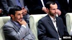 Бывший вице-президент Ирана Хамид Багаи (справа) и бывший президент Ирана Махмуд Ахмадинежад.