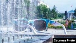 Арт-инсталляция «Очки. Точка зрения» в Бишкеке.