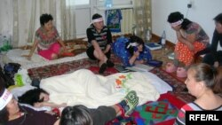 «Халыққа баспана қалдырайық» қоғамдық бірлестігінің мүшелері аштық акциясын өткізіп жатқанына 9 күн. Алматы, 26 наурыз, 2009 ж.