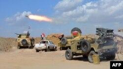 Іракські війська і шиїтське ополчення під час наступу на Тікріт, фото 2 березня 2015 року