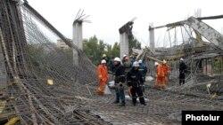 Փրկարարները աշխատում են Երեւանի կենտրոնում փլուզված շինությանում, 25-ը հոկտեմբերի, 2012