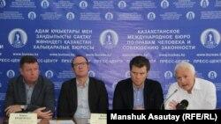 Слева направо – участники Международной профсоюзной миссии Борис Кравченко, Антон Леппик, Андреас Хальсе и Еспен Локен на пресс-конференции в Казахстанском бюро по правам человека. Алматы, 15 ноября 2018 года.