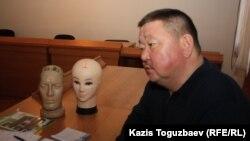 Алшынбай Ыбырай, потерпевший по делу об убийстве его сына, старшего лейтенанта полиции, Адлета Турсынбекова. Алматы, 25 декабря 2013 года.