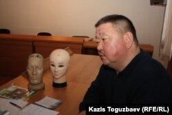 Алшынбай Ыбырай, потерпевший по делу об убийстве его сына старшего лейтенанта полиции Адлета Турсынбекова. Алматы, 25 декабря 2013 года.