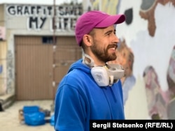 Павел Душек у минулому – вуличний артист графіті. Нині він вирішив узяти участь у відкритому конкурсі, щоб легалізувати свою творчість