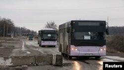 Автобуси, які мають вивозити людей із Дебальцева, 6 лютого 2015 року