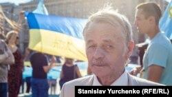 Mustafa Cemilev Kiyevde Qırımtatar bayrağı künü