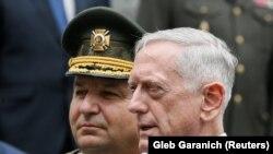 Глава Министерства обороны Украины Степан Полторак и глава Пентагона Джим Маттис