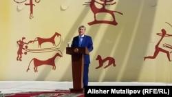 Алмазбек Атамбаев на площади Ала-Тоо, 31 августа 2017 г.
