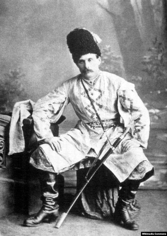 Микола Садовський у сценічному вбранні