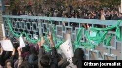 Students of Art University in Tehran demonstrate on December 7, 2009