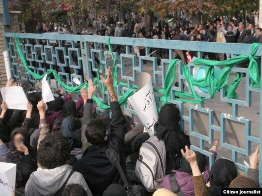 دانشجویان در اعتراضهای یک سال گذشته علیه دولت، نقش مهمی داشتهاند.