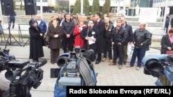 Протестен марш на лекарите специјалисти од Клинички центри од Македонија пред Владата на Република Македонија на 8 декември 2012.