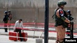 Një ushtar rus duke patrulluar në Homs, Siri