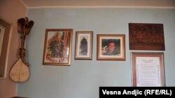 Reporteri RSE u komšiluku gde je Karadžić živeo pre hapšenja