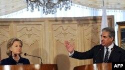 هیلاری کلینتون در کنفرانس خبری مشترک با شاهمحمود قریشی همتای پاکستانی خود