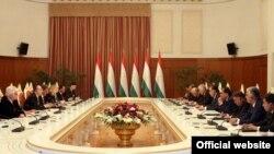 Встреча президента Таджикистана Эмомали Рахмона с делегацией Парламентской ассамблеи НАТО в Душанбе, 23 июня 2015 года.