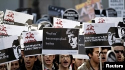 Turkey -- Protesters march to Agos newspaper office during a demonstration to mark the seventh anniversary of the killing of Turkish-Armenian journalist Hrant Dink in Istanbul, January 19, 2014