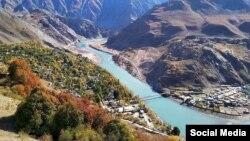 Мост Рузвай-Нусай на таджикско-афганской границе