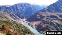 Тәжік-ауған шекарасындағы Рузвай-Нусай көпірі.