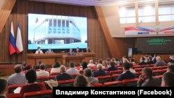 Светодиодный экран в российском парламенте Крыма