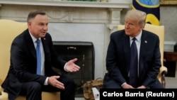 АҚШ президенті Дональд Трамп (оң жақта) және Польша басшысы Анджей Дуда. Вашингтон, 24 маусым 2020 жыл.