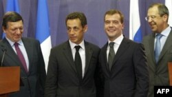 Russian President Dmitry Medvedev (2nd right) and French President Nicolas Sarkozy (2nd left) -- do common values exist?