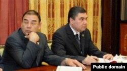 Öwezgeldi Ataýew (çepde) we Gurbanguly Berdimuhamedow, 2006-njy ýyl.