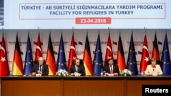 Konferencija za medije na kojoj su govorili Frans Timermans, Donald Tusk, Ahmet Davutoglu i Angela Merkel, Turska, 23. april 2016.