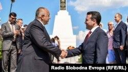 Премиерите на България и на Северна Македония Бойко Борисов и Зоран Заев отбелязват заедно годишнината от подписване на договора за приятелство и откриват паметник на ген. Константин Каварналиев, герой от битката при Дойран на 1 август 2019 г.