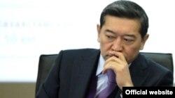 Серік Ахметовтің көлік және коммуникация министрі кезіндегі суреті. 1 ақпан 2012 жыл.