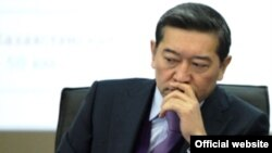 Серик Ахметов в бытность министром транспорта и коммуникаций. 1 февраля 2012 года.