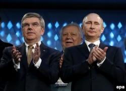 Томас Бах и Владимир Путин на церемонии закрытия зимних Игр 2014 года в Сочи